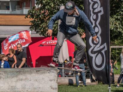 skateboard-2352-2
